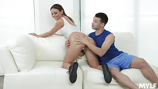 Lubed blue booty of curvy MILF Havana Bleu bounce on strong cock