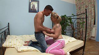Smooth fucking on chum around with annoy bed with blonde mature tie the knot Olympia