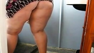 Huge Adult Ass Surfactant the Bathroom and Showing her pussy