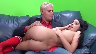 Crinkly haired cutie Daiana King gets her sweet pussy pounded