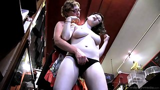 Mature amateur Eva Minax undressed added to disintegrated by Dixon Mason