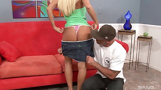 Blonde cougar Rhyse Richards with performance tits rides a pretentious rod
