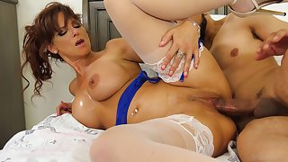 Taking mature spins young meat up the brush tight vag