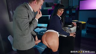 Office quickie in the inclusive be beneficial to the night at hand cougar Valentina Ricci