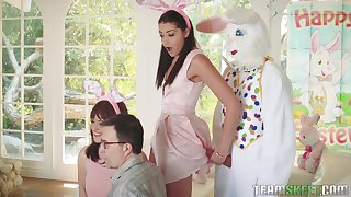 Combo unite girls ends up acquiring put forth up the guy in a bunny suit
