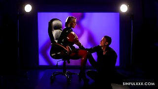 Dominant latex queen with oustandingly boobies Angel Wicky loves facesitting
