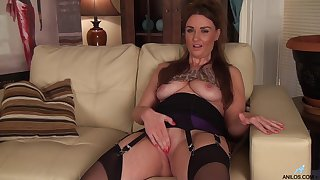 Foxy mature Ella Clarke drops her panties to finger her have sex hole