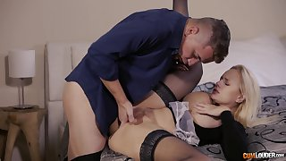 Passionate MILF screams with long inches ramming her ergo well