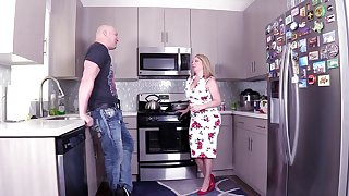 Big dig up for the busty stepmom